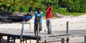 Мальдивцы в рыбацкой деревне